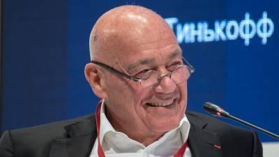 Познер назвал «идиотским» отношение Запада к российской вакцине от COVID-19