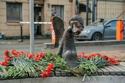 Фото: у Петербурга появился еще один ангел – в память о погибших от COVID-19 врачах