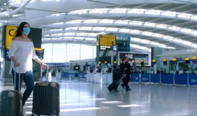 Великобритания снимает карантин для привитых туристов из США и Евросоюза