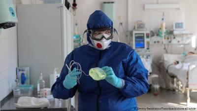 35-летняя женщина и еще 11 человек умерли от COVID-19 в Новосибирской области